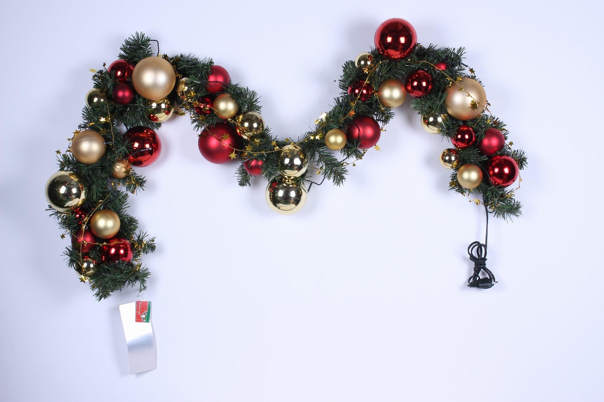 kerst slinger met verlichting versierd kerst slinger met verlichting versierd